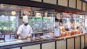 asian-market-cafes-halal-certified-buffet-line-returns